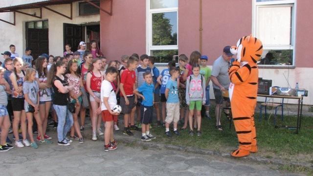 Dzień Dziecka w Zespole Szkolno-Przedszkolnym w Rajgrodzie. Zdj. Nr. 1